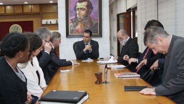 Durante sua passagem pela Venezuela, o especialista conversou com o governo e a oposição, setores da sociedade civil organizada e com a igreja. Foto: Reprodução