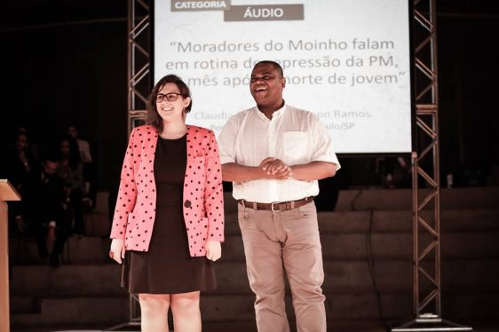 Cláudia Rocha e Emerson Ramos durante a cerimônia de premiação, no dia 31/10. Foto: Alice Vergueiro